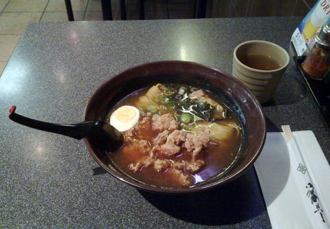 The art of eating ramen - delicious Karaage Ramen at Suzu's